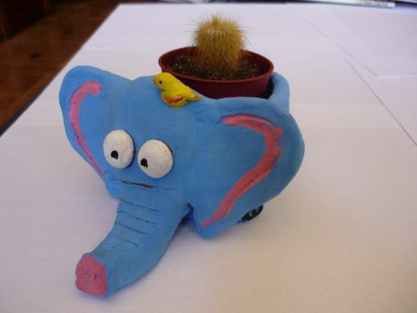 elefante arcilla maceta