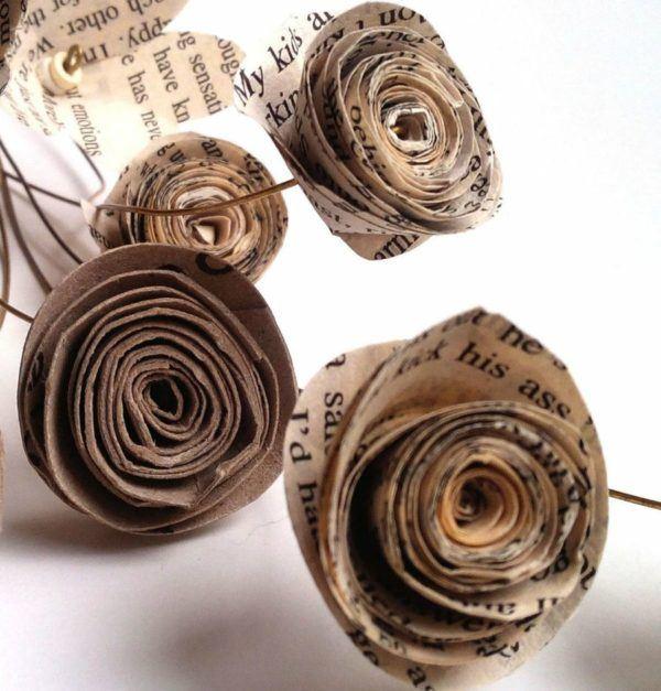 manualidades-con-papel-de-periodico-rosas