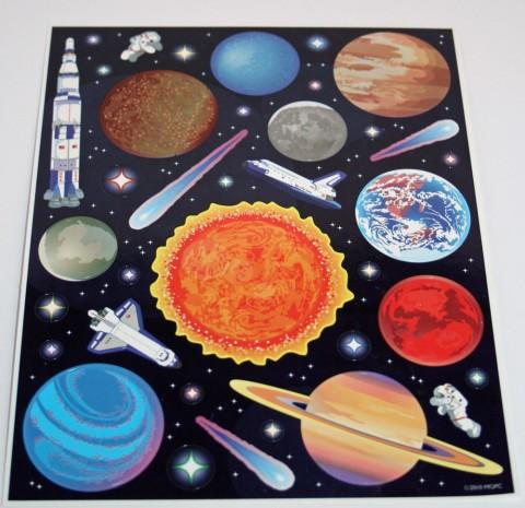 Un sistema solar con pinturas o colores