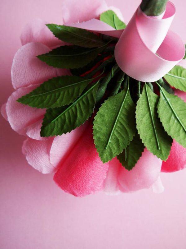 ramo de flores de papel para San Valentín hojas cotillon flor papel