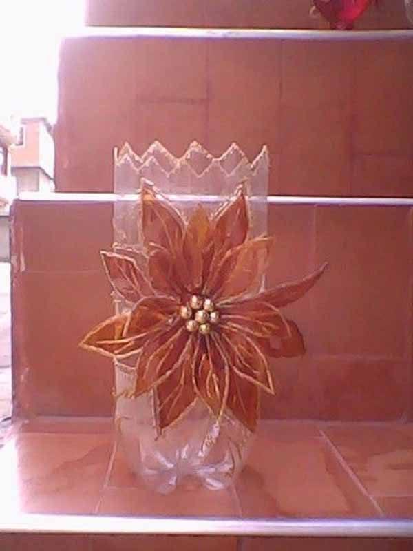 decoracion-navidad-con-botellas-plasticas-florero
