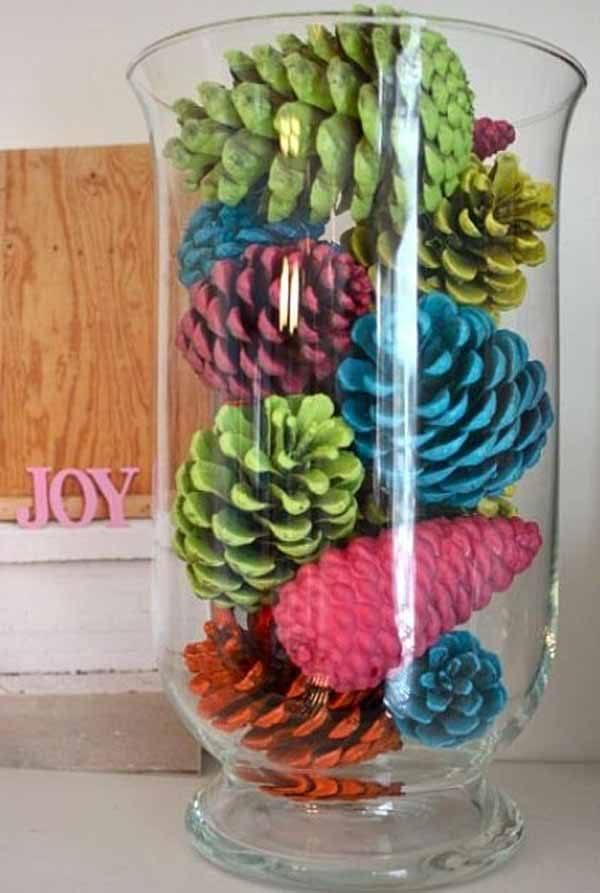 decoracion-navidad-con-pinas-de-colores