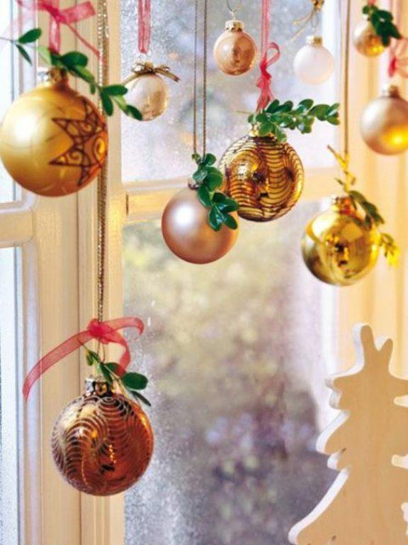 decoracion-navidad-para-ventanas-bolas-colores