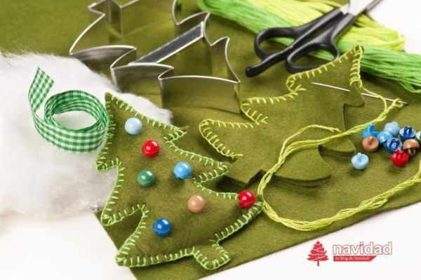 adornos-de-navidad-de-fieltro-para-el-arbol-de-navidad-paso-a-paso-arbol-de-navidad