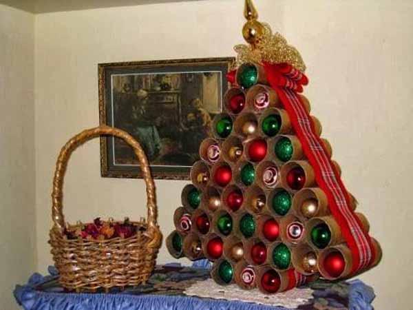 arbol-de-navidad-reciclado-hecho-con-rollo-papel-higienico