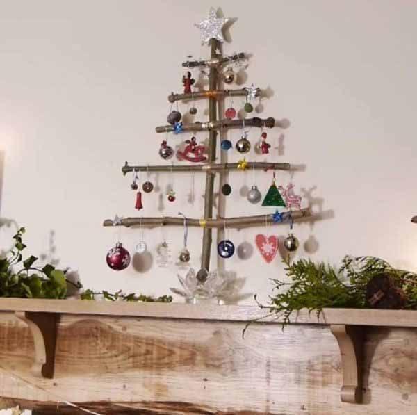 arbol-de-navidad-reciclado-hecho-con-trozos-de-madera-600x597