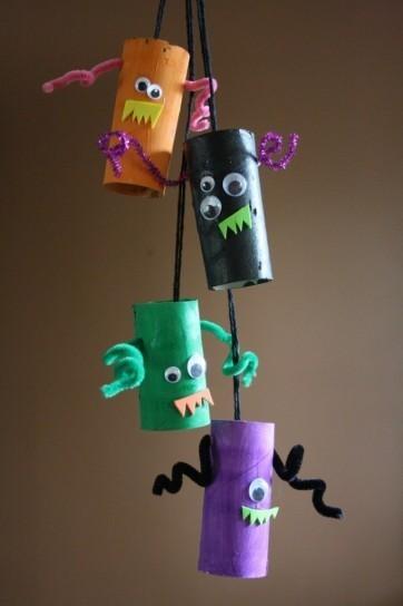 manualidades-de-halloween-con-rollos-de-papel-higienico-guirnaldas