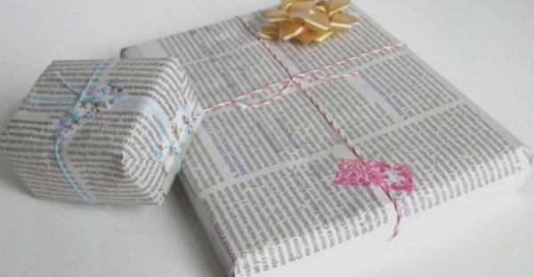 Ideas de manualidades con papel de periodico envolver regalo
