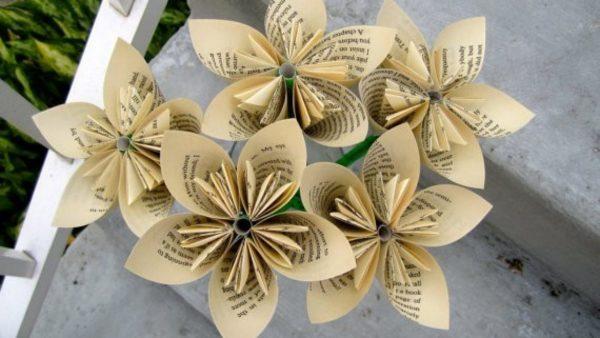 Ideas de manualidades con papel de periodico flores