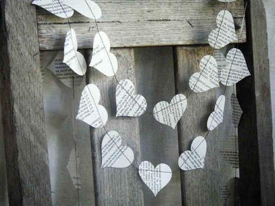 Ideas de manualidades con papel de periodico guirnalda corazon