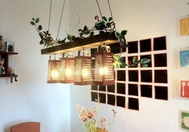 manualidades-de-material-reciclado-lamparas-con-ralladores-decoesfera