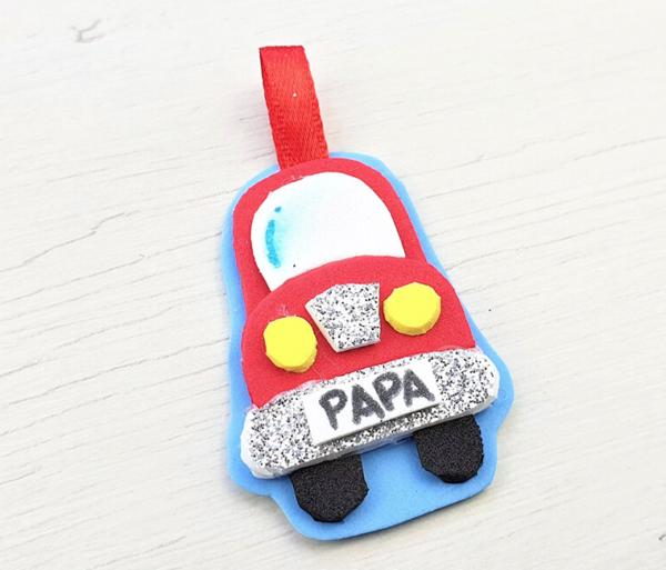 Manualidades para el Día del Padre 2021 con Goma Eva llavero coche