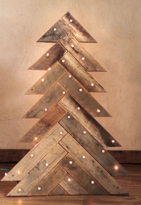 árbol con tablones de madera