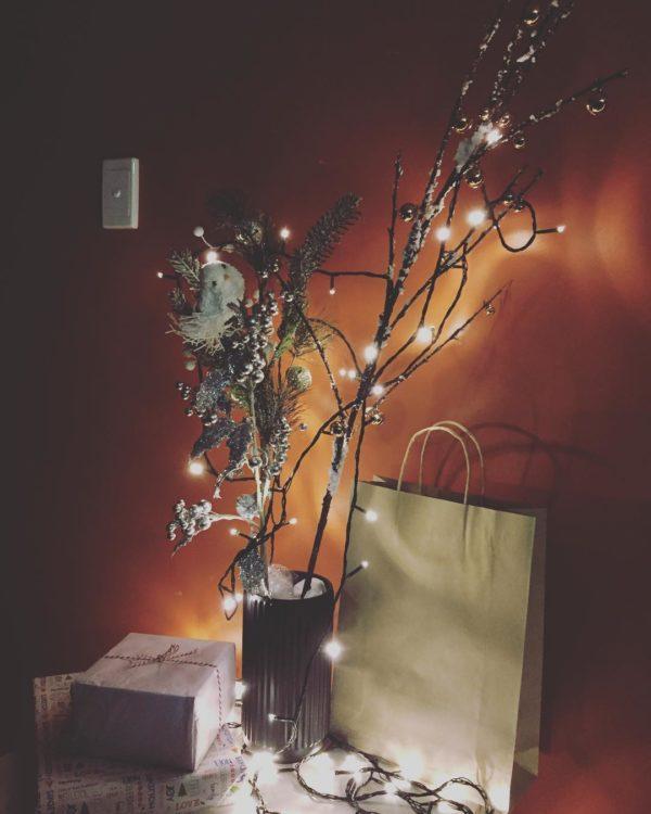 Como hacer arbol navidad ramas largas piñas nieve luces