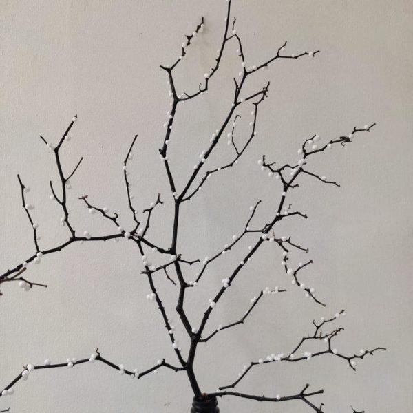 Como hacer arbol navidad ramas secas con bolitas