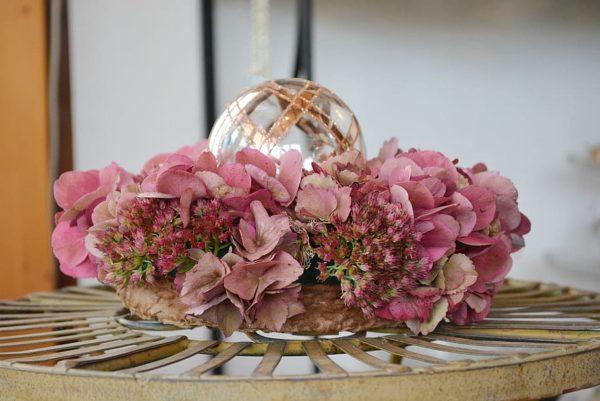 Ideas manualidades con rosas secas centro mesa rosas