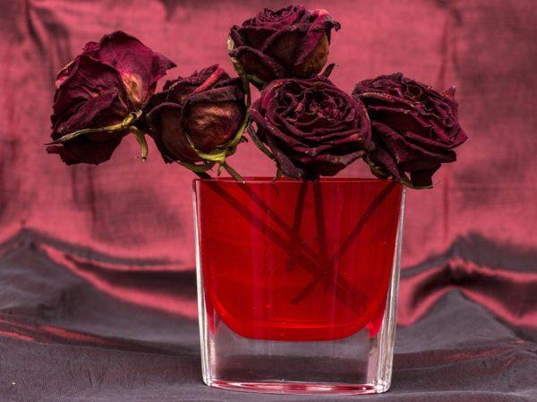 Ideas manualidades con rosas secas jarron rosas