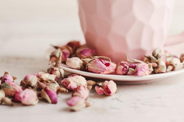 Ideas manualidades con rosas secas plato