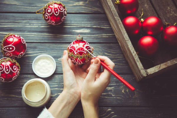 Manualidades para navidad 2020 faciles y para ninos bolas navidad pintadas
