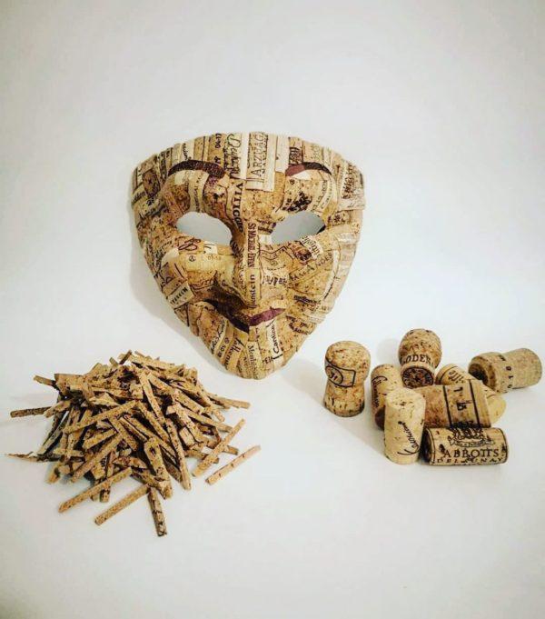 manualidades con corcho máscara de @getcorks