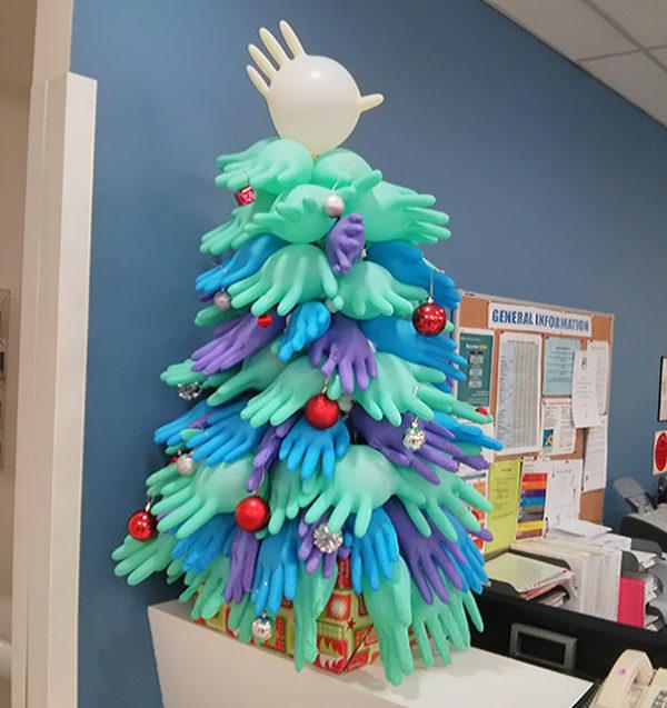 Arboles navidad reciclados guantes