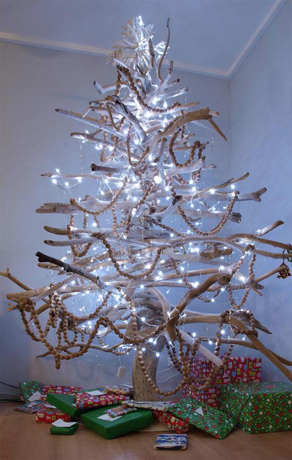 Arboles navidad reciclados ramas