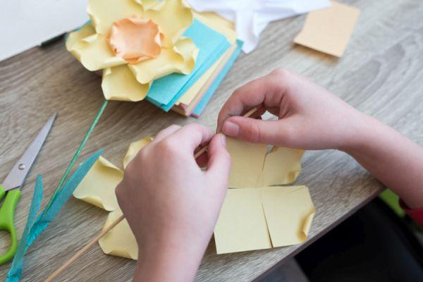 Manualidades para niños dia del arbol flores de papel