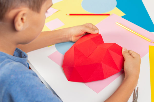 Manualidades para san valentin para ninos corazon poligonal