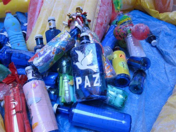 Las mejores manualidades para Día escolar de la paz y la No Violencia 2021 botellas de plástico