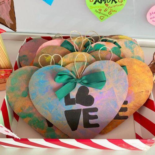 Postales de corazón colgante con Love