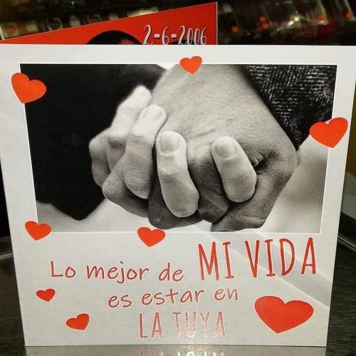 Foto de manos cogidas con dedicatoria de amor