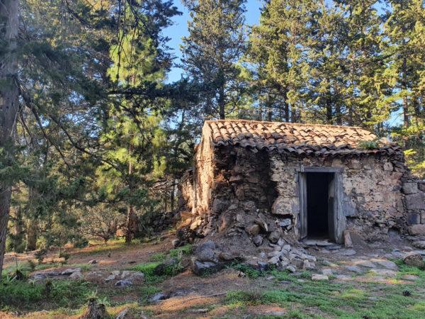 Fachada casa rustica de piedra