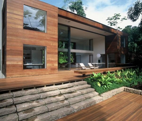 Ideas consejos para hacer fachada casa MODERNA Fachada con mezcla de vidrio y maderas