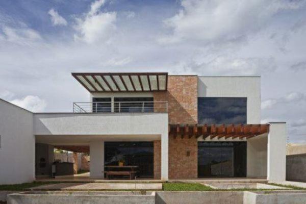 Ideas consejos para hacer fachada casa MODERNA Fachada con pérgola en el garaje