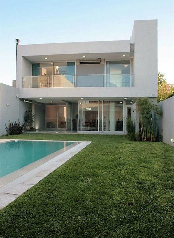 Ideas consejos para hacer fachada casa MODERNA Fachada de vidrio y uso de colores neutros como el blanco