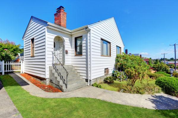 Ideas consejos para hacer fachada casa clásica color blanco