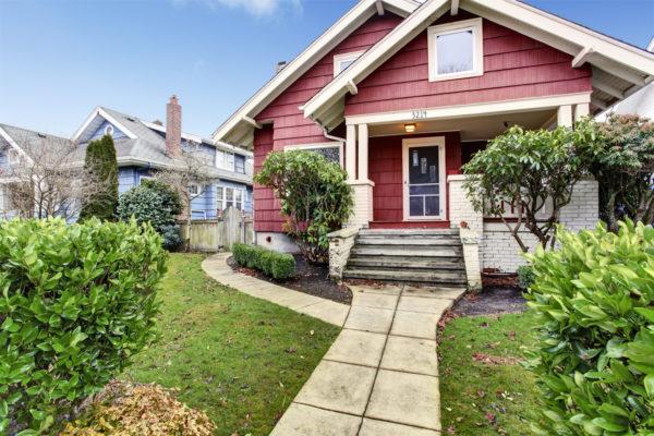 Ideas consejos para hacer fachada casa clásica color rojo blanco