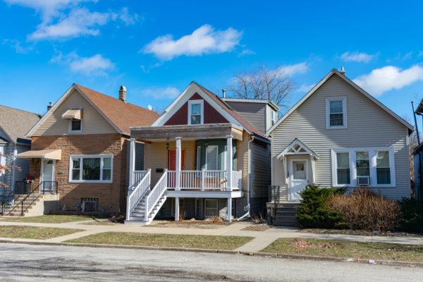 Ideas consejos para hacer fachada casa clásica colores neutros.
