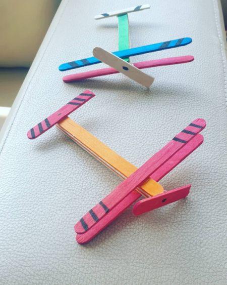 Aviones con palos de helado