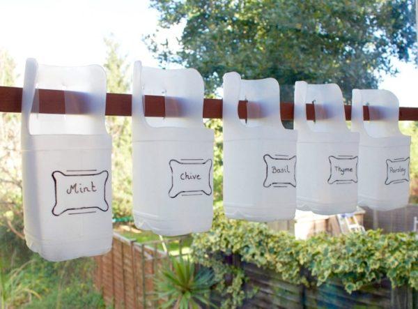 Ideas para hacer macetas con garrafas de agua colgadas