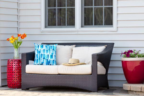 Cojines para sillas y sofás de terraza macetas rojas