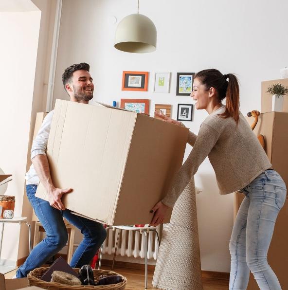 Cómo organizar una mudanza rápida y sencilla paso a paso moviendo cajas