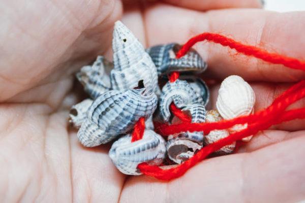 Manualidades faciles de verano para ninos collar conchas