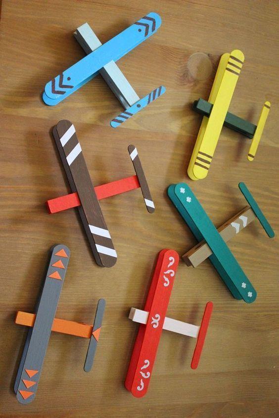 Las mejores manualidades con materiales reciclados para niños de 3 años aviones