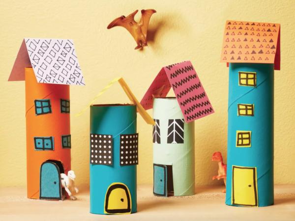Las mejores manualidades con materiales reciclados para niños de 3 años ciudad rollo