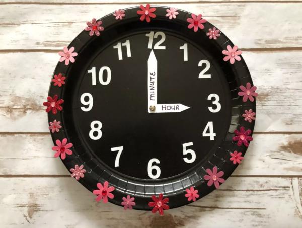 Las mejores manualidades con materiales reciclados para niños de 3 años reloj