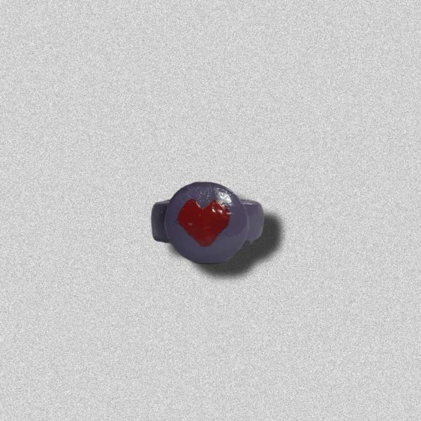 Anillo azul corazón de arcilla
