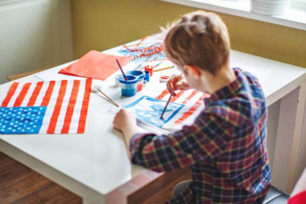 Las mejores ideas para decorar nuestra casa para el dia de independencia en estados unidos niño pintando