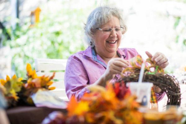 Las mejores ideas de manualidades para personas mayores corona