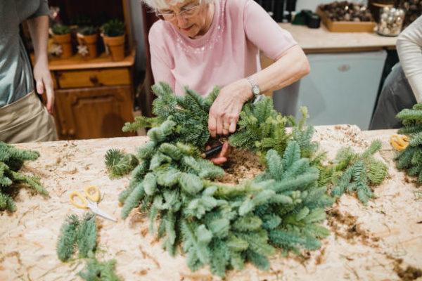 Las mejores ideas de manualidades para personas mayores corona navidad